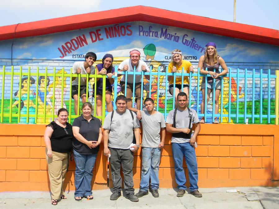 Mamparas Para Baño Sanilock:SANILOCK e integrantes de Viva la Gente apoyan a Jardín de Niños